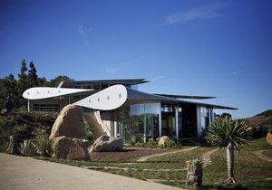 Z dopravního letadla vznikl super domov s ateliérem