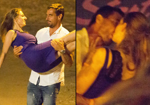 Hříšný tanec Romana Šebrleho: Divoká líbačka s dívkou v modrém!