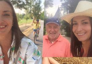 Lucie Gelemová uhání Felixe Slováčka na kole v jižních Čechách.