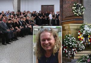 Bubeník z Fešáků Martin Melničenko měl pohřeb v pražském strašnickém krematoriu.