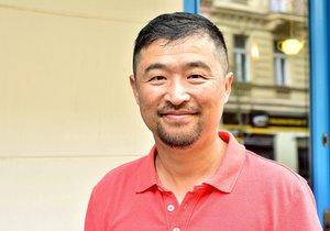 Jin Wenjun žije v Praze a neměnil by.