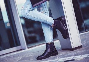 Když si netroufáte na trendy, k mání bude i klasická kotníková obuv.