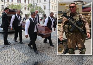 Slzy pro padlého hrdinu. S vojákem Martinem se naposledy rozloučili v Chomutově
