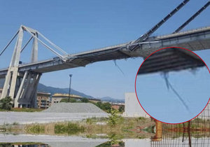 Z mostu pouhé týdny před zřícením údajně trčely kabely.