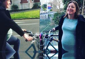 Novozélandská ministryně pro ženy a rovnost Julie Anne Genterová (38) se dovezla do porodnice na kole.
