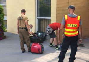 Obecní úřad v Praze 10 uzavřen pro nález podezřelého zavazadla.
