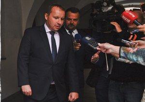 Hamáček slib nedodrží. Spor o ministra zahraničí vyřeší až po volbách