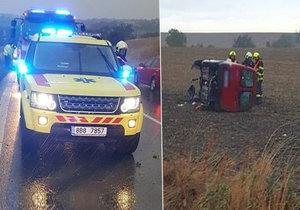 Drsná ranní nehoda u Holubic: Nepřipoutaný řidič vylétl z auta! Těžce se zranil