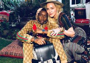 David s mámou Madonnou, která si ho přivezla kdysi z Malawi.