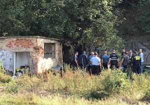 V opuštěném nádražním domku bylo po zásahu hasičů nalezeno tělo.