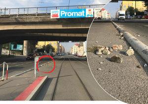 Z mostu se padaly kusy betonu.