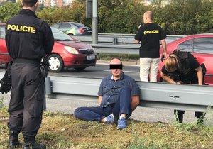 Řidič převážel kradené auto, měl pozitivní test na drogy.
