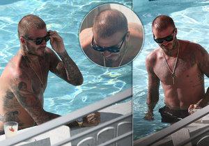 Idol žen plešatí: David Beckham (43) u bazénu ukázal sexy tělo a téměř holou hlavu!