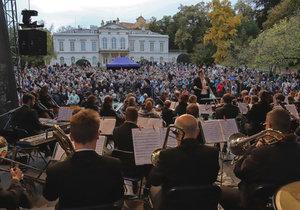 Provařené filmové melodie pod širým nebem. Pražský filmový orchestr se vrací, kvůli bouřce naplánoval náhradní termín