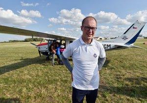 Roman Kramařík jako první Čech oblétl zeměkouli v jednomotorové Cessně P210N.