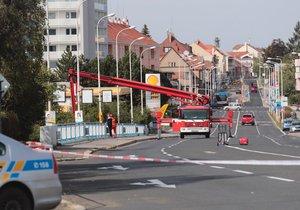 Anonym pod mosty v Kladně nahlásil bombu.