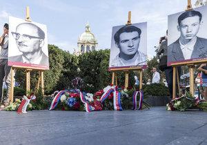 Pietní akt na Václavském náměstí si připomněl živé pochodně z let 1968 až 1969. Následovala debata v rámci projektu sPOLeCZně.