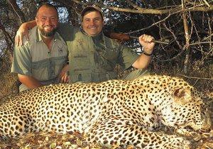 Bývalý ruský chirurg vydělává miliony na lovu ohrožených druhů v Jižní Africe.