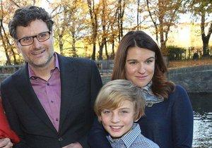 Patrik Hartl s manželkou a synem