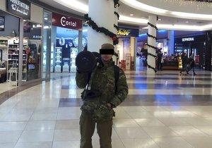 Abdul Rahman v obchodním centru.