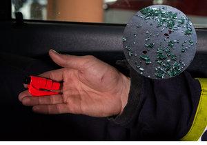 Pružinový rozbíječ skla je důležitý pomocník. Umíte ho použít?