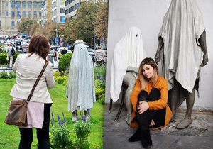 Nikola (28) přivedla na Václavák dva duchy: Upozorňují kolemjdoucí na chyby z minulosti