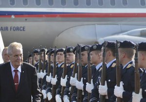 Prezident Miloš Zeman přiletěl na třídenní návštěvu Německa