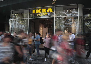 Na Václavském náměstí vznikl nový obchod zaměřený na nábytek, tzv. Ikea Point. Lidé si v něm budou moci vybrat nábytek, který jim firma nechá dovézt domů.