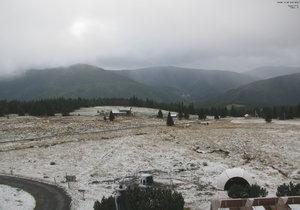 Sníh pokryl 24. 9. 2018 i okolí Dvořákovy boudy.