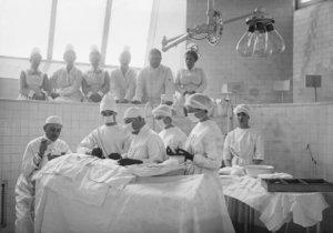 Na přelomu 19. a 20. století nebyla v Praze péče o všechny pacienty zcela ideální (ilustrační foto).