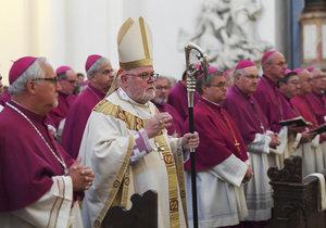 """""""Tutlali jsme to."""" Šéf biskupů prosí po skandálu se zneužíváním dětí o odpuštění"""