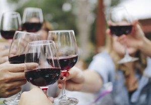 Na pěší zóně Anděl budou k ochutnání vína z Čech, Moravy i zahraničí. (ilustrační foto)