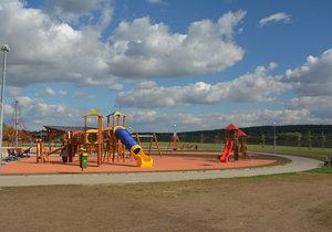 Park U Čeňku v Praze 14 se slavnostně otevřel veřejnosti.