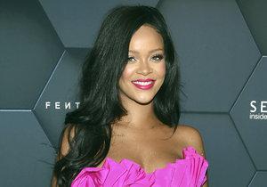 Zpěvačka Rihanna žaluje svého otce. Vadí jí, že používá jejich příjmení pro podnikání