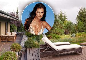 Jak bydlí modelka a lékárnice Jana Doleželová? Luxus u dálnice! Na zahradě koupací jezírko.