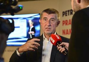 Andrej Babiš si připil ve štábu ANO s Petrem Stuchlíkem (6.10.2018)
