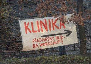 Spor o žižkovskou Kliniku pokračuje. Aktivisté chystají ústavní stížnost a schůzku s majitelem objektu