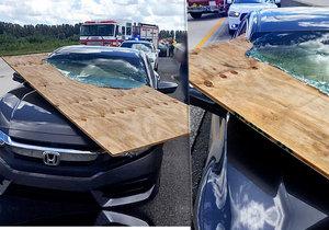 Řidička měla veliké štěstí. Při šílené nehodě utrpěla jen lehčí zranění.