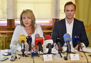 Adriana Krnáčová s pražským předsedou ANO Janem Říčařem