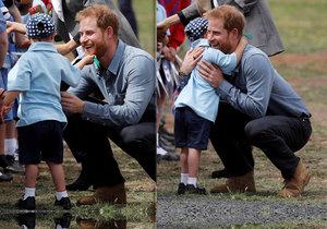 Malý chlapec polechtal prince Harryho na vousech.
