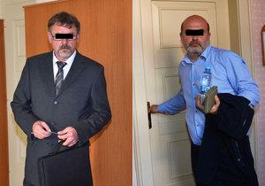 Rakušan (vpravo) podle obžaloby zaútočil na Klatovsku baseballovou pálkou na hrázného. Hrozí mu až tři roky, vinu odmítá.
