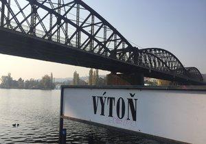 Lávka na železničním mostě ve Výtoni byla z poloviny znovu otevřená.