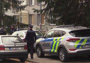 Žena ve Sládkovičově ulici v pražské Krči vypadla z okna.