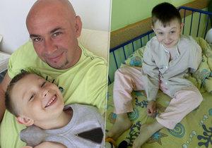 Poslední foto Adama před operací, která způsobila poškození mozku.