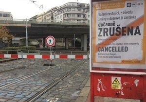 Most v Bubenské ulici je uzavřený. Nová situace zkomplikovala dopravu v Praze 7.