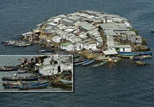 Poněkud přeplněný africký ostrov: 500 obyvatel na půlce hřiště