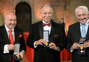 Tři ocenění umělci. Prezident Miloš Zeman vyznamenal Michala Davida, Ivana Vyskočila i Jiřího Krampola (28. 10. 2018).