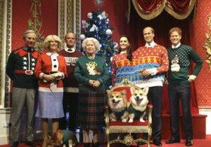 Na slavné vánoční fotce královské rodiny byli ještě oba pejsci naživu.