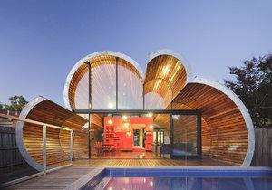Historický dům rozšířila přístavba ve tvaru obláčku