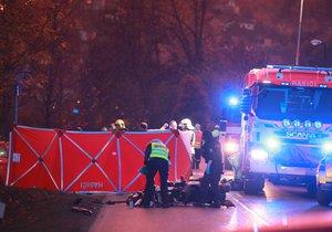 Na Radotínské za hranicemi Prahy bouralo osobní auto a motorka.